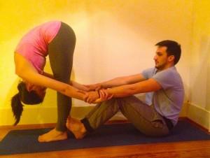 poses de yoga à deux  myoga studio lausanne